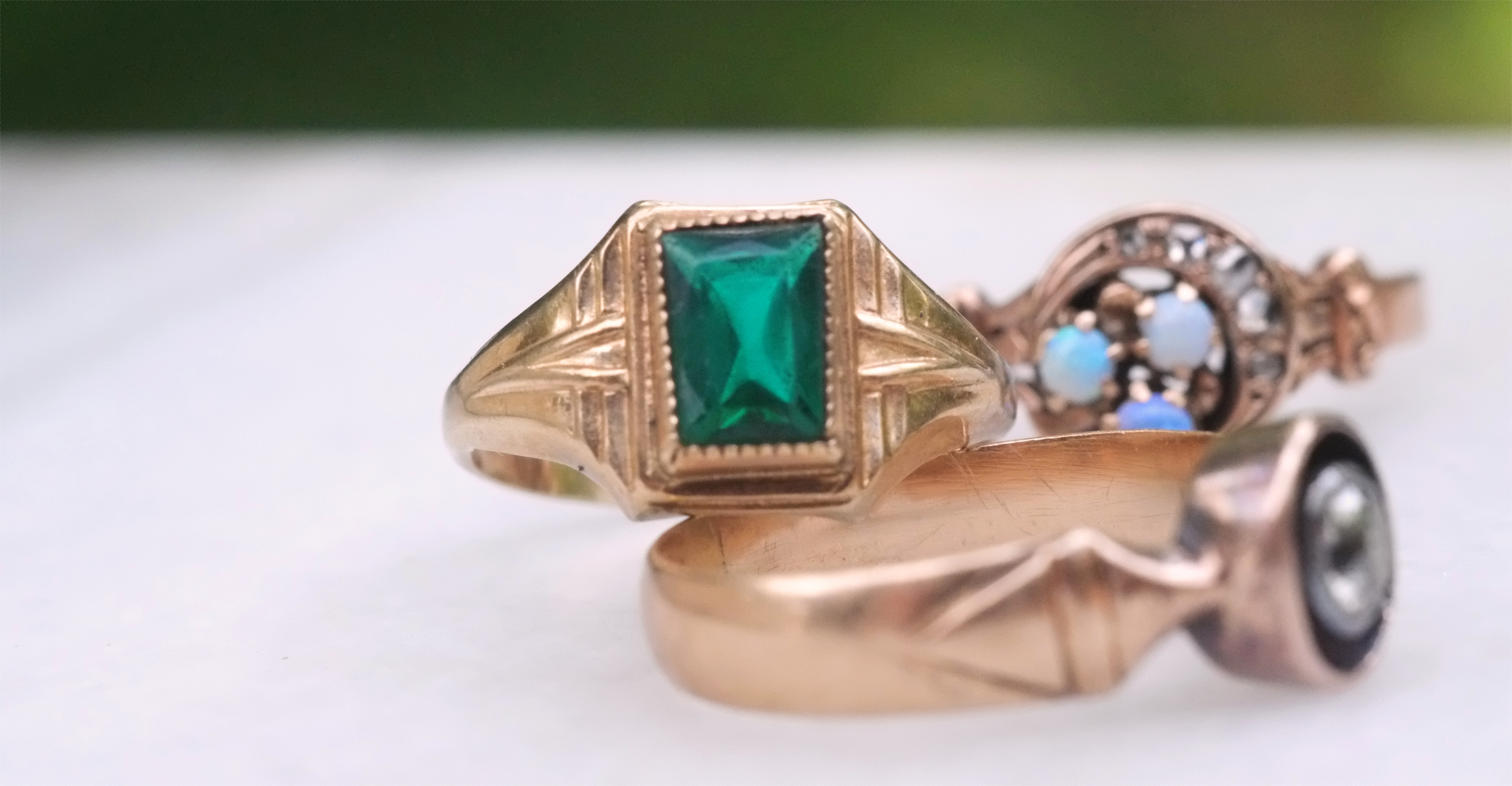 Antique emerald and yellow gold ring